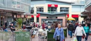 picture of shoppers in wythenshawe town centre